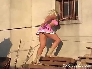 Blonde beauty handles the stallion's penis like a diva
